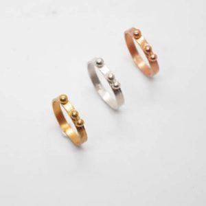 Δαχτυλίδι Πλακέ Με Μπίλιες Ροζ-Χρυσό
