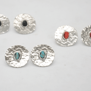 Gouldian Σκουλαρίκια Κοντά Με Φλουριά Και Πέτρες Ασημένια
